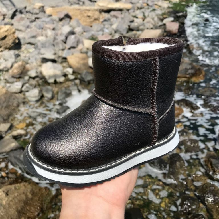 Uggs for boys & girls: A5184, sizes 23-28 (A)   Jong•Golf
